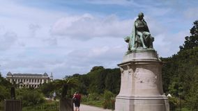Jean-Baptiste Pierre Antoine de Monet riddare av den Lamarck statyn i botanisk trädgård arkivfilmer