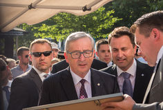 Jean-Claude Juncker et Xavier Bettel images stock