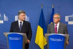 Jean-Claude Juncker och Petro Poroshenko Arkivfoton