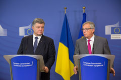 Jean-Claude Juncker und Petro Poroshenko Lizenzfreie Stockbilder