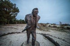 Jean-Paul Sartre skulptur i Litauen royaltyfria bilder
