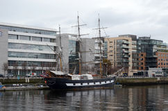 Jeanie Johnston Tall Ship no rio Liffey em Dublin, Irlanda fotos de stock royalty free