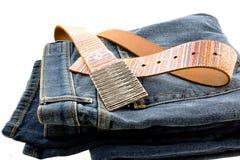 Jeans bleus de denim et courroie en cuir de courroie Images stock