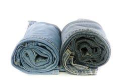 Jeans blu del denim del rotolo sistemati in pila Fotografie Stock Libere da Diritti