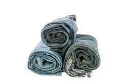 Jeans blu del denim del rotolo sistemati in pila Fotografia Stock Libera da Diritti