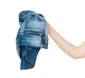 Jeans chez la main de la femme d'isolement sur le blanc photo libre de droits