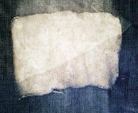 Jeans déchirés bleus et texture de tissu Photos stock