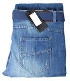 Jeans d'isolement sur le blanc avec l'étiquette photographie stock libre de droits