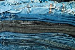 Jeans dans un cabinet Photo libre de droits