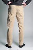 Jeans de la jeunesse mis sur le type Photo stock