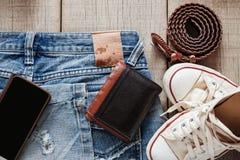 Jeans e vestito su di legno immagine stock