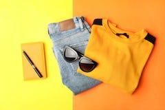 Jeans en sweaters stock afbeeldingen