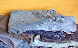 Jeans en vente plan rapproché de vue de face Photo libre de droits