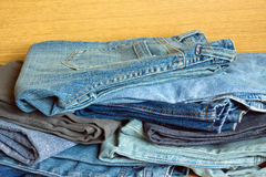 Jeans en vente plan rapproché de vue de face Images libres de droits