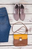 Jeans, espadrilles et sac d'épaule Image libre de droits