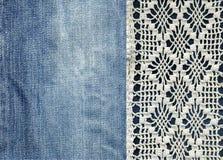Jeans et dentelle Fond avec le denim et la dentelle faite main Fond de vintage avec le tissu de dentelle et de denim illustration stock