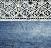 Jeans et dentelle Fond avec le denim et la dentelle faite main Fond de vintage avec le tissu de dentelle et de denim illustration libre de droits