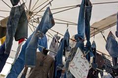 Jeans i en marknad Fotografering för Bildbyråer