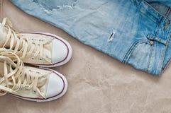 Jeans lacerati e scarpe Immagine Stock Libera da Diritti