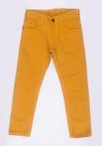 jeans of leuke jeans voor jonge geitjes op een achtergrond Royalty-vrije Stock Foto