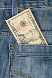 Jeans med amerikan 10 dollar räkning Royaltyfri Bild