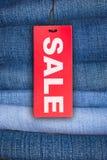 Jeans met de Markering van de Verkoop stock foto