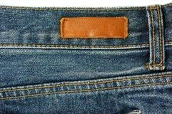 Jeans mit lederner Aufkleberbeschaffenheit Lizenzfreie Stockfotografie