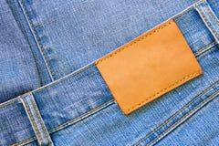 Jeans mit unbelegtem Kennsatz lizenzfreie stockfotos