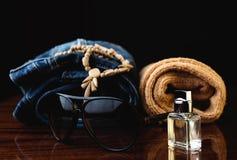 Jeans, occhiali da sole e profumo Immagine Stock Libera da Diritti