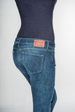 Jeans op een vrouwen achtermening stock foto's