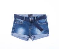 jeans ou shorts de jeans d'isolement sur le fond blanc Photos libres de droits