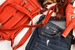 Jeans, påse och röda skor Royaltyfria Foton