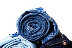 Jeans rotolati su bianco fotografia stock libera da diritti