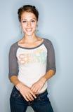 jeans som ler kvinnan Fotografering för Bildbyråer
