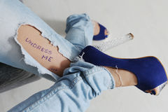 Jeans strappati Fotografia Stock