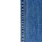 Jeans su fondo bianco con gli spcae della copia Fotografia Stock