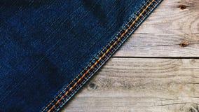 Jeans su una base di legno Fotografie Stock Libere da Diritti
