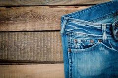 Jeans su una tavola di legno Fotografia Stock Libera da Diritti