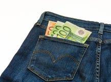 In jeans zijn de kleingeld euro bankbiljetten Stock Afbeelding