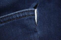 Jeansfack med hålet Arkivbilder