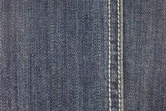 Jeansgewebe-Beschaffenheitshintergrund mit Heftung Lizenzfreies Stockfoto