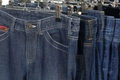 Jeanshängen Stockbild