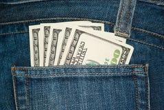 Jeanstasche mit $100 Rechnungen Stockbilder