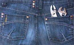 Jeanstasche mit Hilfsmitteln Stockfotografie