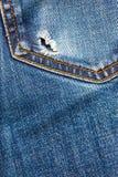 Jeanstasche mit Loch Stockfotos