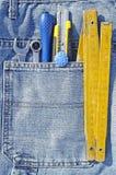 Werkzeuge und Jeanstasche Lizenzfreie Stockfotos