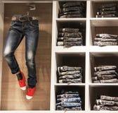 Jeanswear de vitrine boutique de jeans Bruxelles, Belgique, le 19 avril 2013 Photos libres de droits