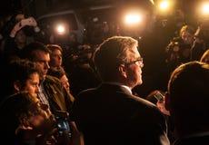 Jeb Bush fala aos repórteres em Dôvar, New Hampshire Fotografia de Stock