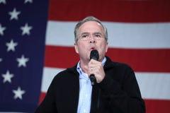 Jeb Bush habla delante de bandera americana Imagen de archivo libre de regalías