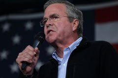 Jeb Bush speaks in front of American flag Stock Photos